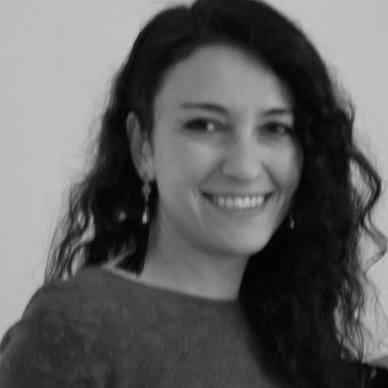 Dr. Zeynep Barlas,